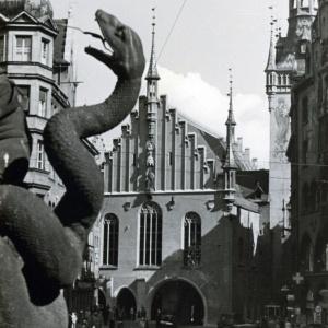 Herbert Wendling, Schlange an der Mariensäule und Altes Rathaus
