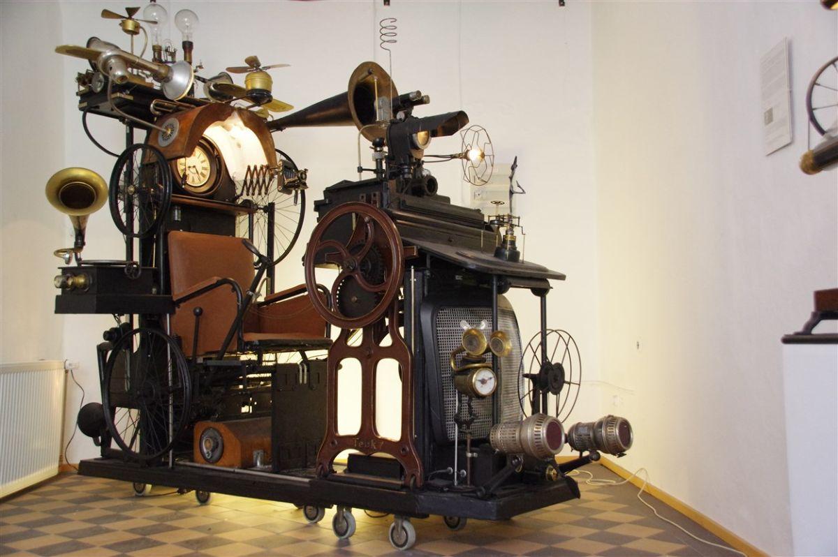 Charly-Ann Cobdak, Die Zeitmaschine